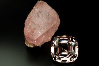 Aquamarine Gemstone • Morganite