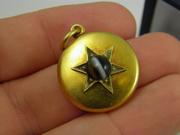 British Victorian Locket with Agate 15k Yellow Gold 1