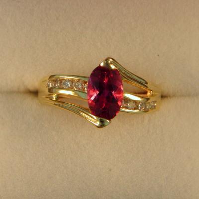 CroppedImage400400 1.07ct rubellite ring