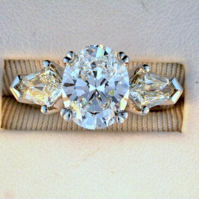 CroppedImage400400 oval trap diam ring