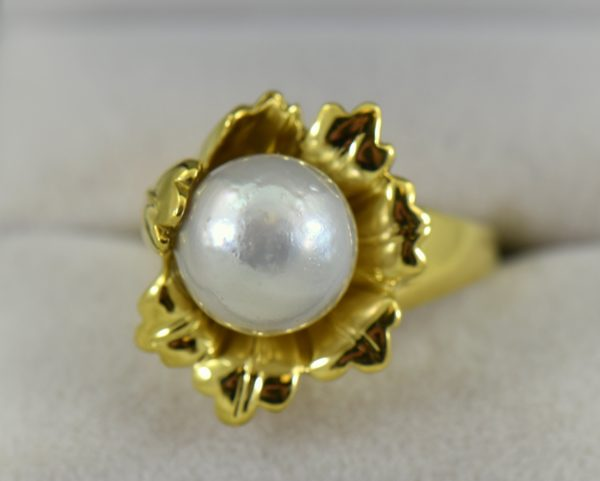 Estate 18kY Flower ring with 9mm Round Saltwater Pearl 1