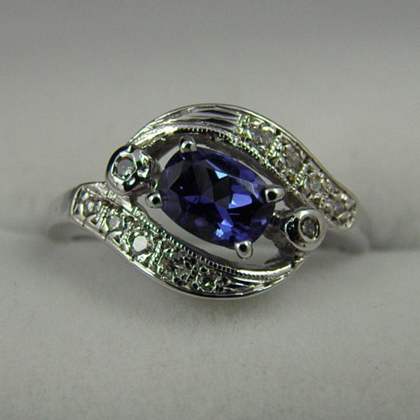 Vintage Ring with Natural Blue Spinel and Diamonds 1
