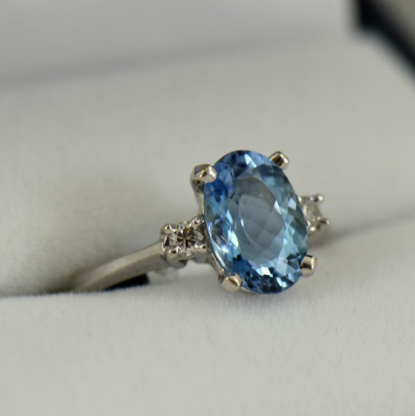 Intense Blue Natural Aquamarine Classic Engagement Ring in White Gold 3