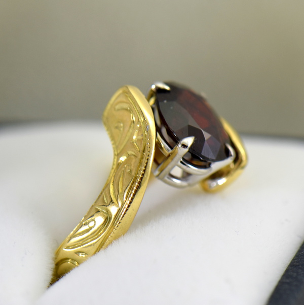 Abstract Red Garnet Carved Yellow Gold Bypass Ring 3