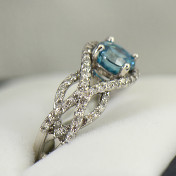 Woven Diamond Ring with Round Blue Zircon 4