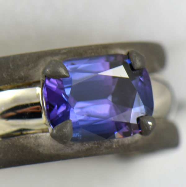 Custom Gent s Platinum and oxidized gold ring with blue spinel 4 bicolor.JPG