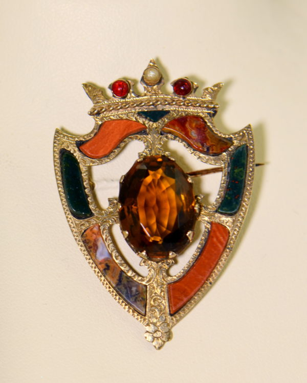 Scottish Agate Luckenbooth Brooch with Cairngorm 9k gold 4.JPG