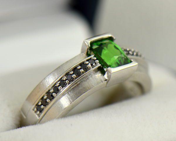 Gents White Gold Ring with Tsavorite Garnet and Black Diamonds 3.JPG