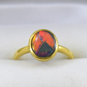 Lightning Ridge Red Flagstone Black Opal Solitaire Ring in 18k yellow gold 5.JPG