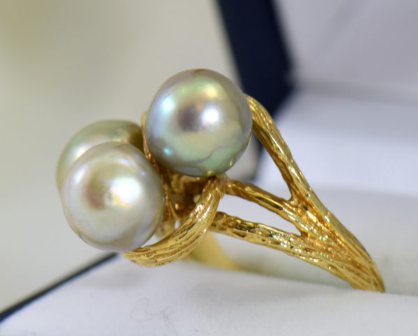1960s cocktail ring with 3 baroque grey pearls in textured yellow gold 5.JPG